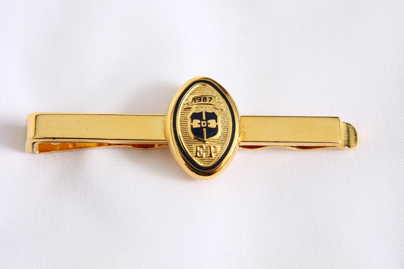 Alfinete de gravata dourado